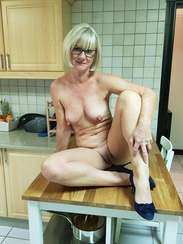 humiliee par son mari en bondage apres lavoir trompe